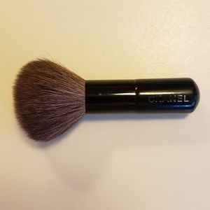C H A N E L   Travel Size Powder Brush